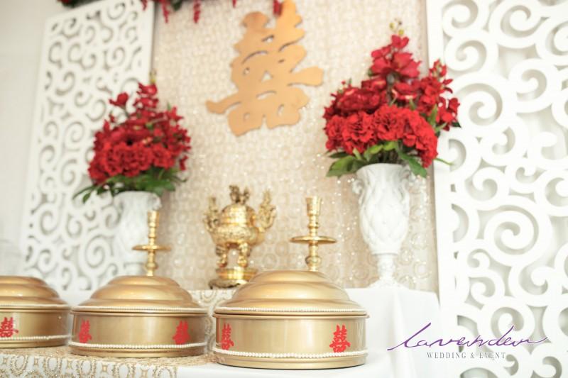Những lưu ý khi cắm hoa trên bàn thờ gia tiên
