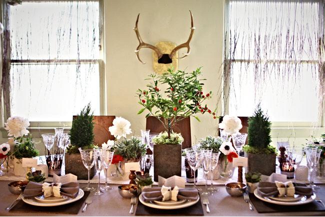 bàn tiệc cưới gỗ mộc mạc