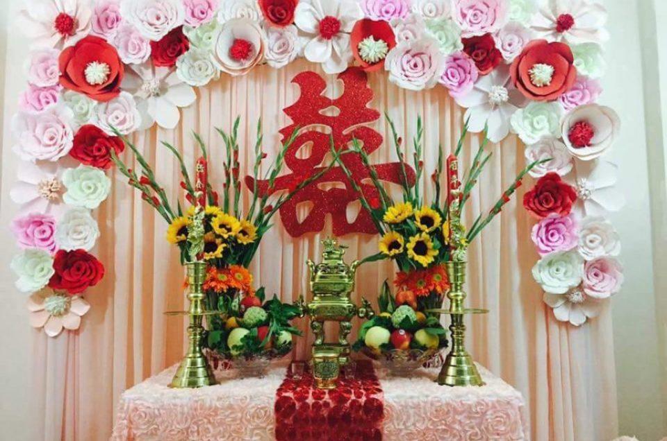 Hướng dẫn cách cắm hoa trên bàn gia tiên ngày cưới hỏi.