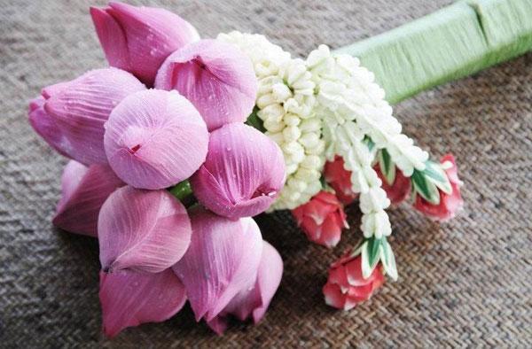 hoa cô dâu bằng sen