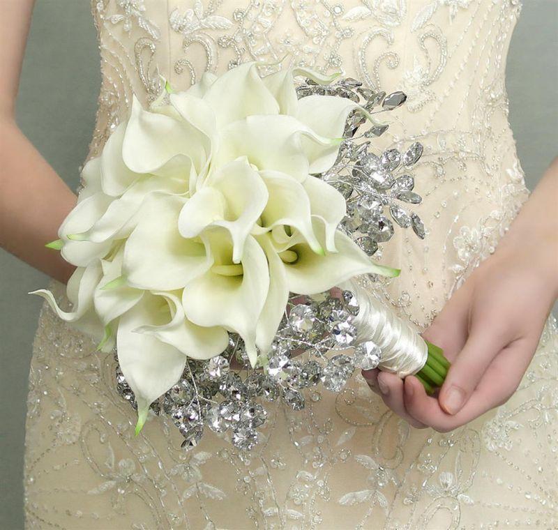 hoa rum cầm tay cô dâu