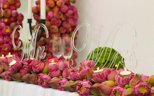 trang trí tiệc cưới hoa sen
