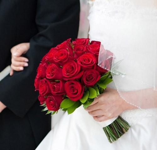 hoa hồng cầm tay nổi bật