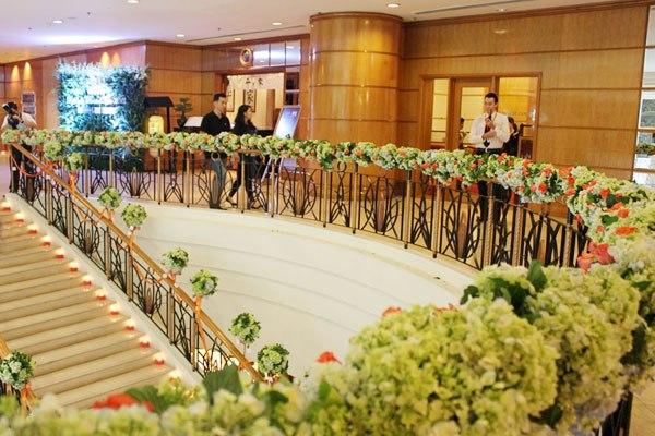 trang trí hoa tươi tiệc cưới đẹp tphcm