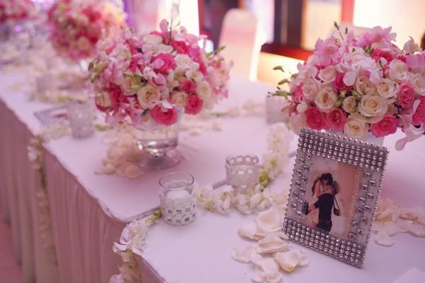 hoa tươi trang trí tiệc cưới đẹp