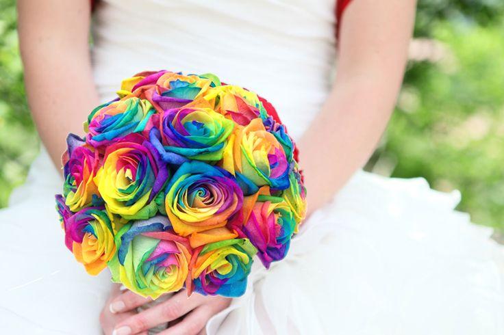hoa hồng bảy màu trang trí tiệc cưới