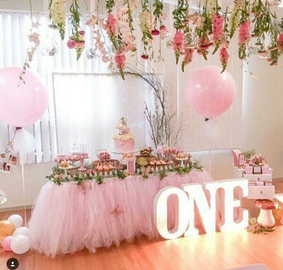Trang trí tiệc sinh nhật tone hồng cho bé gái