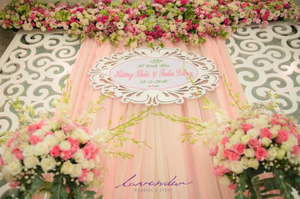 Trang Trí bàn thờ gia tiên và nhà gái màu hồng pastel ngọt ngào
