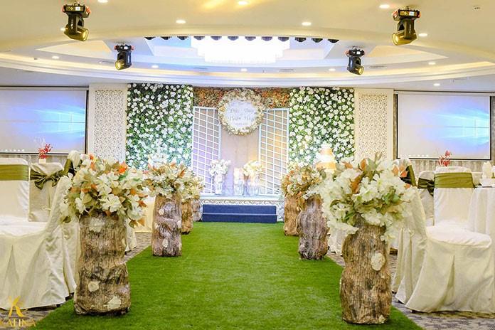 Xu hướng trang trí tiệc cưới bằng cổng hoa