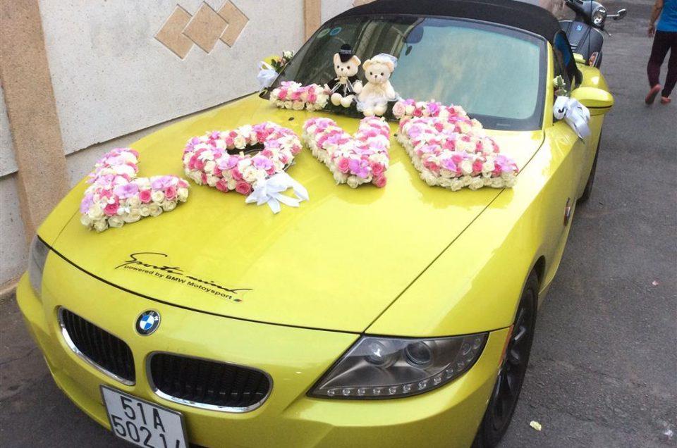 Những kiểu đính hoa xe cưới ấn tượng