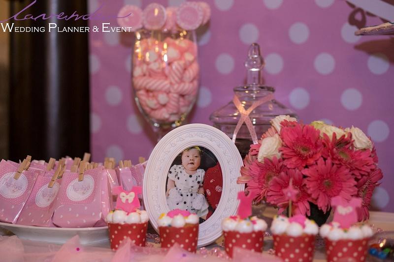Trang trí tiệc sinh nhật cho bé gái theo phong cách hiện đại