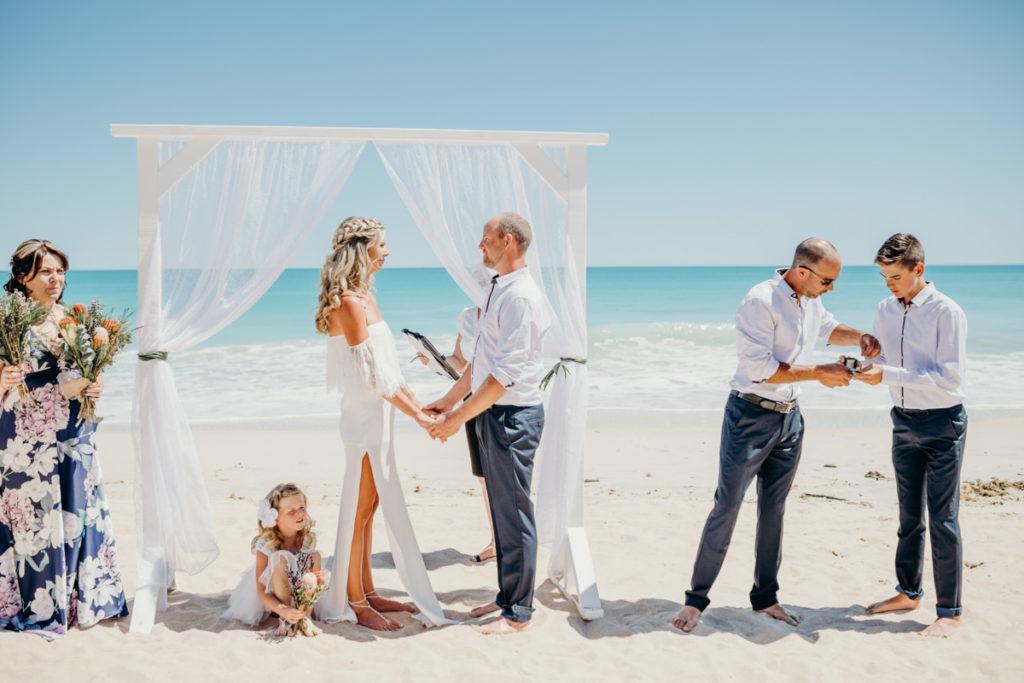 Trang điểm cô dâu khi tổ chức tiệc cưới ở biển