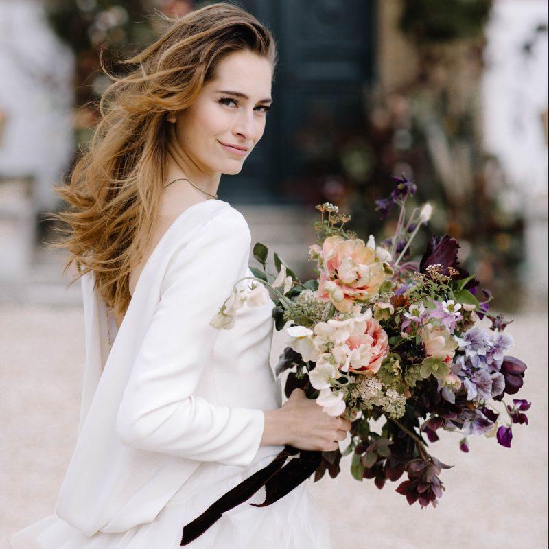 Trang điểm cô dâu khi tổ chức tiệc cưới ngoài trời