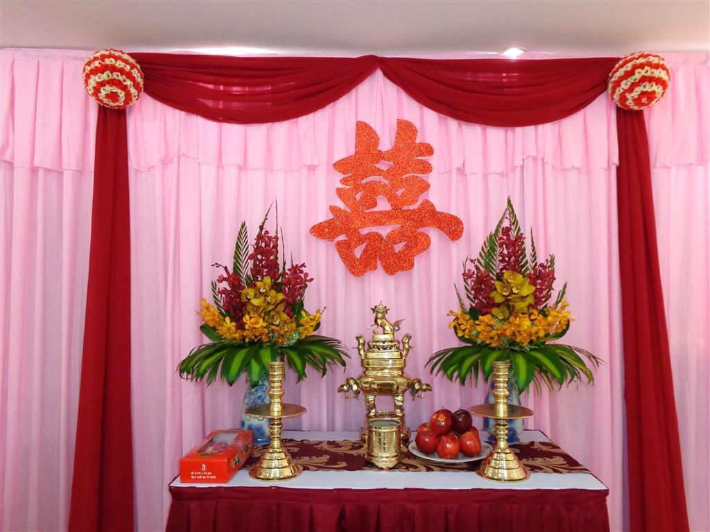 cách cắm hoa bàn thờ gia tiên ngày cưới