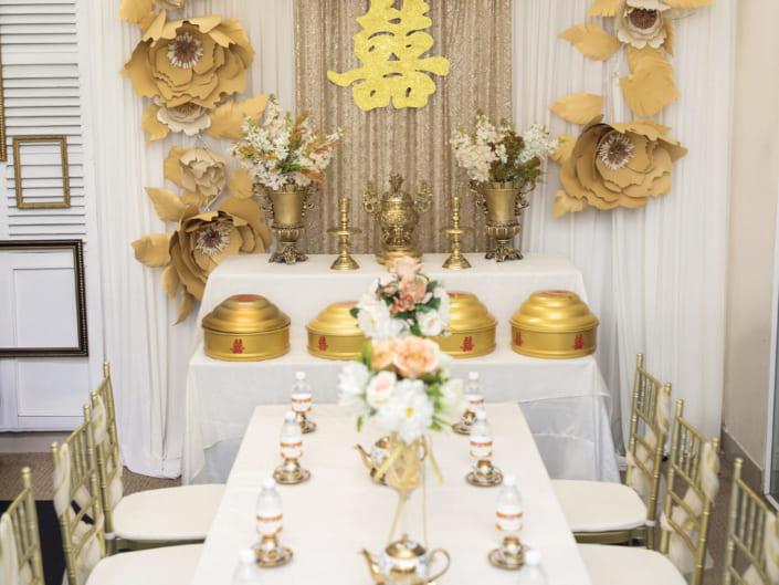 Trang trí gia tiên Tone vàng đồng hoa lụa